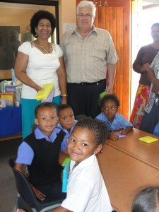 Bobby Stevenson with Mrs. Dubula, principal of the Kuyga Intermediate School in Port Elizabeth, where the DA handed out stationary packs to Grade R-learners at the beginning of the new school year.