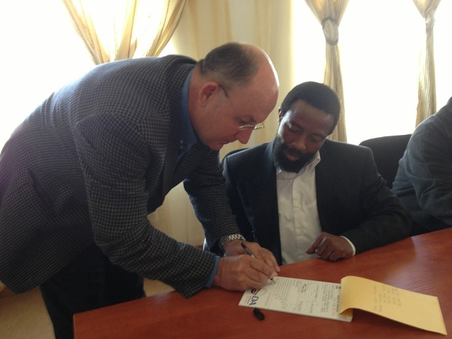 AbaThembu King Buyelekhaya Dalindyebo signed up as a member of the DA on Monday, 15 July 2013, following a meeting at his Bumbane Great Place outside Mthatha with provincial leader Athol Trollip.