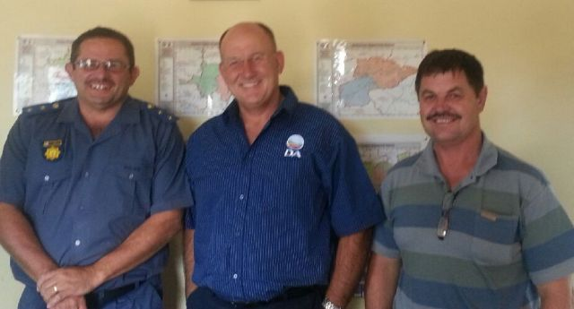 SAPS cluster commander Col. Trevor May (left) and Barkly East SAPS station commissioner Capt. Leon Reynders, with the leader of the DA in the Eastern Cape, Athol Trollip.