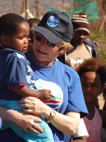 Helen Zille interact with the residents in PE