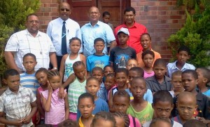 DA provincial spokesperson on education Edmund van Vuuren visited the Willowmore Primary School recently.  At the back from the left is the principal, Mr. Hendricks, Nelson Mandela Bay Metro councillor Jonathan Lawack, Edmund van Vuuren and Metro councillor Marshall von Buchenroder