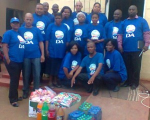 DA councillor William Ward and activists Josephine Kani, Donovon Gysman, Zolani Bakawuli and Nolwazi Cofa from the Amathole constituency office of the DA visited the Sivenathi Centre in Fort Beaufort on 1 December to commemorate World Aids Day.
