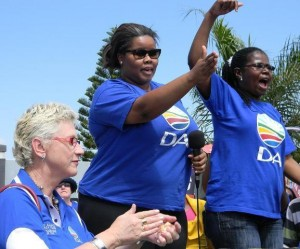 Provincial spokesperson and MPL Veliswa Mveyna (right) at the recent DA-march to the head office of the department of education, with parliamentary leader Lindiwe Mazibuko (middle) and DA Shadow Minster for Basic Education, Annette Lovemore.