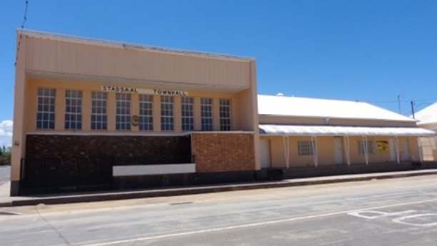 The Old Town Hall in Pearston and the adjacent ANC Contituency Office, for which rent is six years in arrears.