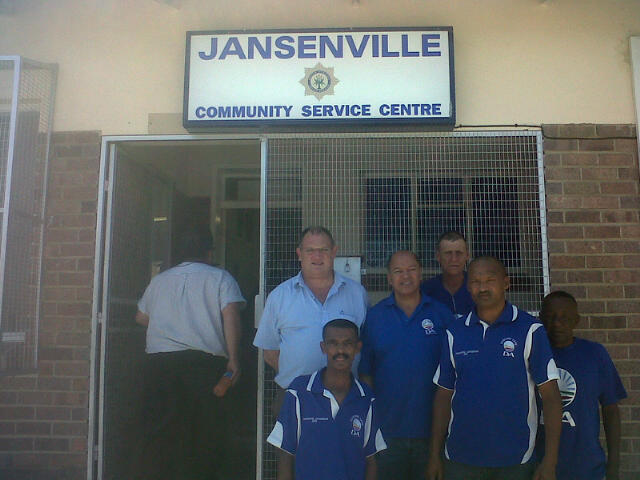 Dacre Haddon MPL and DA Shadow MEC for Local Government (left back), Donald Smiles MP and Constituency Leader in the Karoo Midlands and a delegation of DA activists including Ikwezi councillor Johnny Lewis outside the SAPS offices in Jansenville.